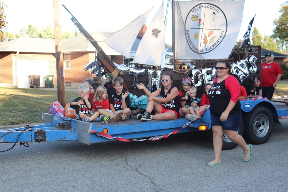 Schnell Homecoming Float
